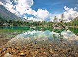 Cristal clear mountain lake