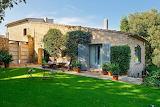 Casa de piedra jardín