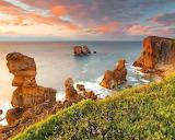 Tengerpart-sziklak-naplemente-felhok