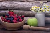 Mela verde e frutti di bosco