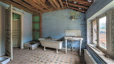 Bath with added shower empty Manoir DP