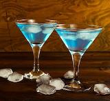 Coctel con alcohol y hielo