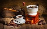 Moulin à café en bois et porcelaine