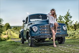 Chica en Camión Studebaker