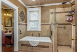 Master Bathroom (11 of 17)