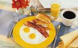 Huevos con tocino