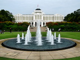 Istana Singapore and fountain