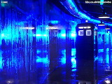 TARDIS and reflection / TARDIS et son reflet