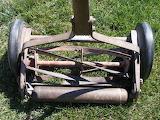 Antique-lawn-mower 315708