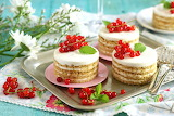 Currant mini layer cakes