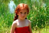 niña de rojo
