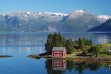 ^ Waterfront red house in Norway - Jacques van Dinteren