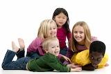 Groupe enfants qui s'amuse