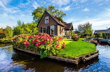Giethoorn-Netherlands-cottage