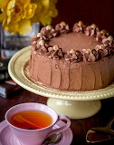 Layer cake with chocolate custard