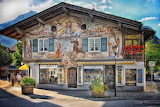 Mountains-chalet-painted-facade