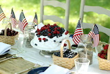 ^ 4th of July table setting