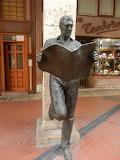 Burgos, Estatua del lector de periódicos