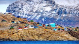 Greenland-mountains-houses-colorful-sea-rocks