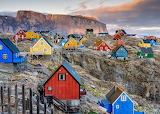 Greenland-mountain-rocks-colored-wooden-houses